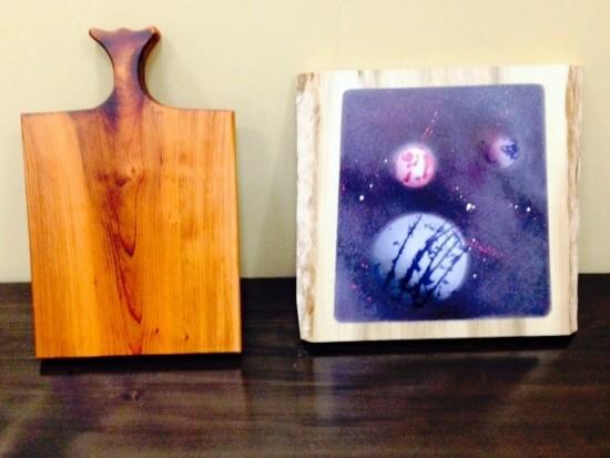 一位(イチイ)のカッティングボードとスプレーアート「惑星(ホオ一枚板)」