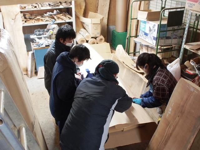 今日の作業場20130219~杉大型一枚板6枚の梱包作業~