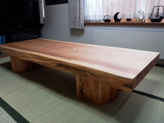 杉一枚板座卓(丸太半割脚・総杉造り)