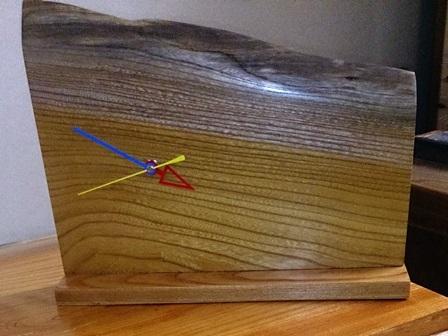 欅一枚板の置き時計1