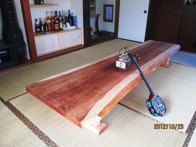 宮国様杉長尺一枚板座卓納品設置後の写真1