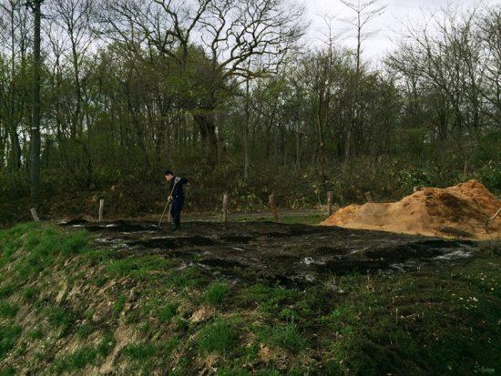 畑に堆肥・石灰をいれます20170506