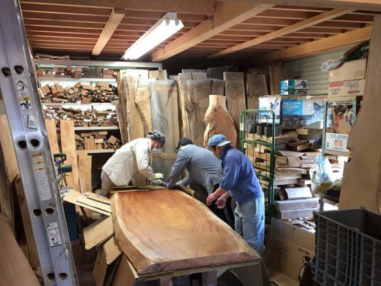 欅大型一枚板天板素材を梱包中20170523
