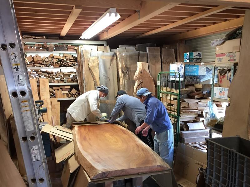 欅大型一枚板天板素材を梱包中20170522