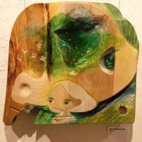 お客様の作品「頭でっかちなぼくらは」 ~朴(ホオ)一枚板アート作品~