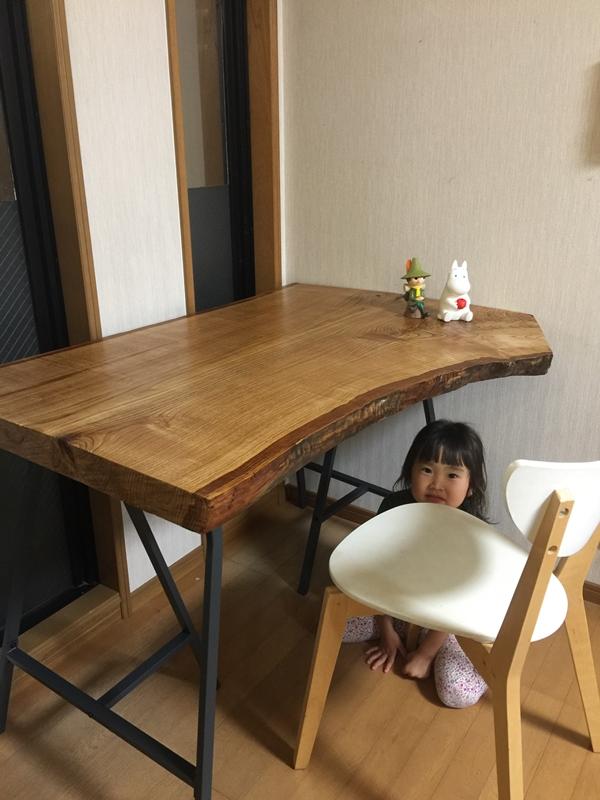 お客様のDIY作品「栗一枚板の勉強机」~福岡県・白石様~