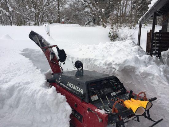 除雪機修理完了、ようやく除雪開始0171228