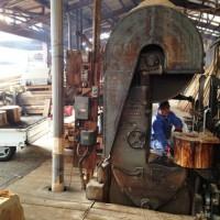 杉空洞木丸太の製材(丸太半割脚の製作)20121120-1