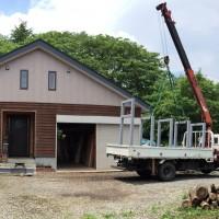 大型一枚板専用棚・クレーン設置工事、開始20150618