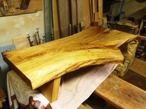 楢一枚板座卓製作風景2