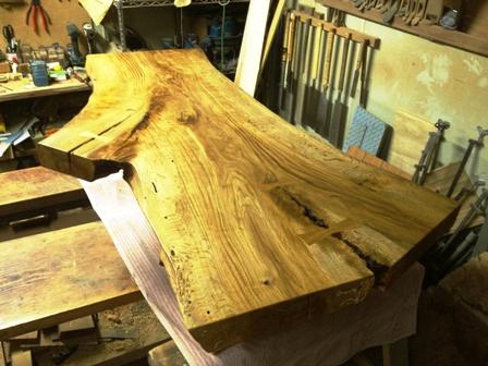 楢一枚板座卓製作風景1