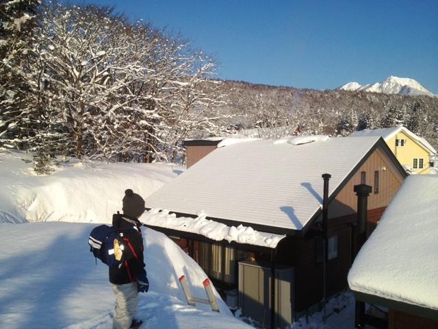 我が家の畑の雪山より20130226-2