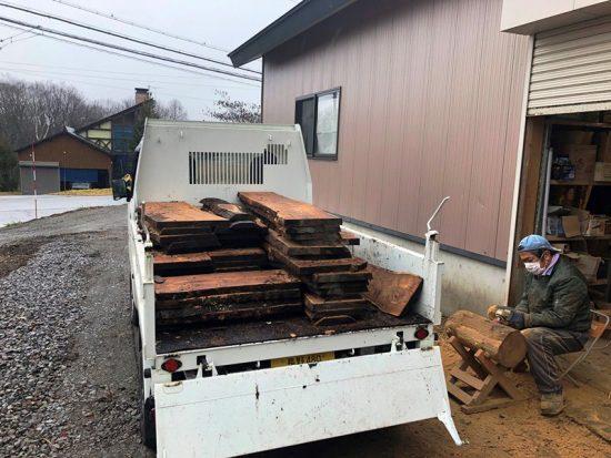 軽トラック荷台いっぱいの一枚板が取れました20181205