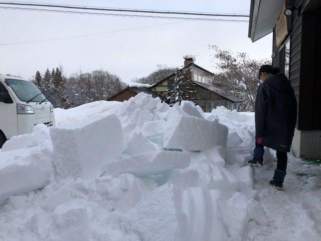 事務所の屋根の雪が落ちました20190107-2