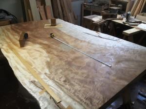 栃超巨木一枚板座卓の製作2