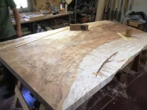 栃超巨木一枚板座卓の製作3