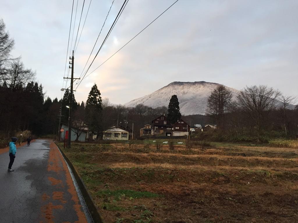朝、黒姫山が真っ白に。。20151125