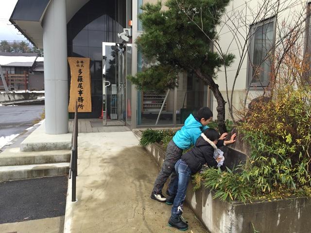 多羅尾事務所大平オフィス一茶の句碑の掃除20151128-1