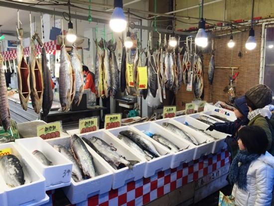 新潟・寺泊「魚の市場通り」へ20151231-1