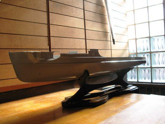 戦艦模型の船台~黒柿端材~3