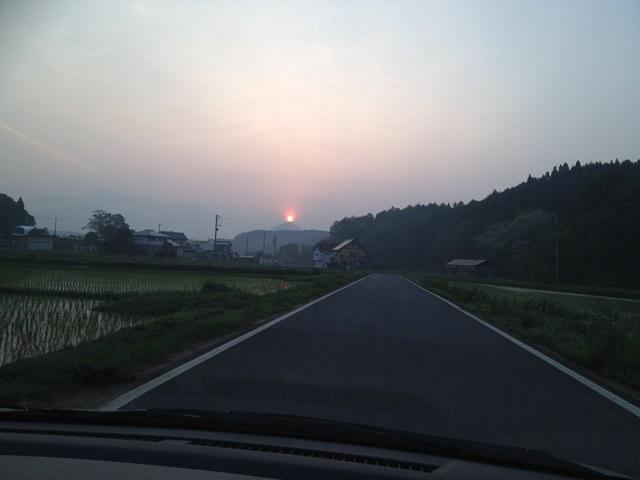 日の出とともに操法大会早朝練習へ20140604