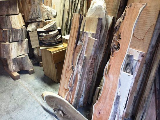 形の面白い中型の銘木一枚板も持っていく予定です20160916