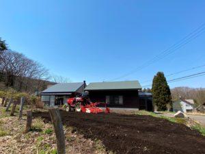 畑の土起こし20200425
