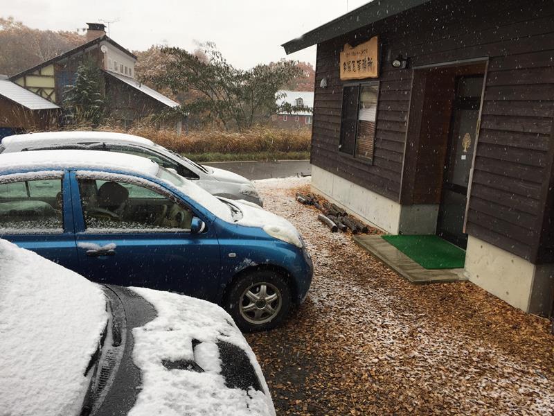 初雪20161109事務所前