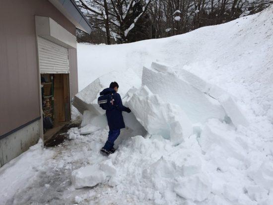 事務所屋根の雪がようやく落ちました!20170127-5