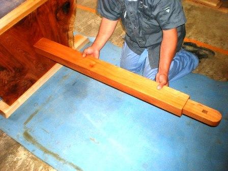 欅一枚板ダイニングテーブル組立2