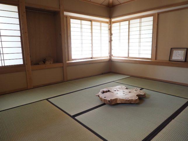 お客様のDIY作品「和室ローテーブル(欅一枚板)」1