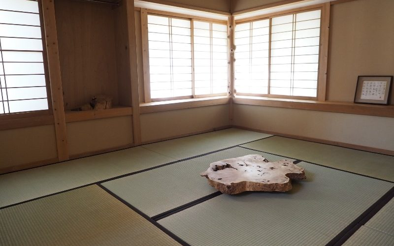 お客様のDIY作品「和室ローテーブル(欅一枚板輪切り)」~東京都・早坂様~