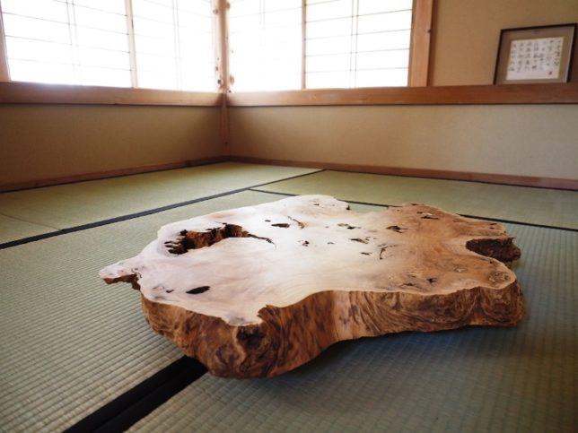 お客様のDIY作品「和室ローテーブル(欅一枚板)」2