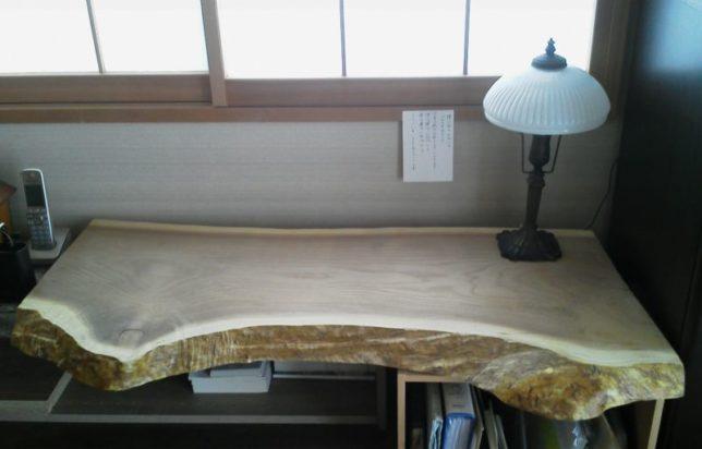 お客様のDIY作品「黄蘗(キハダ)一枚板のデスク天板」~千葉県・八木下様~20200111-1