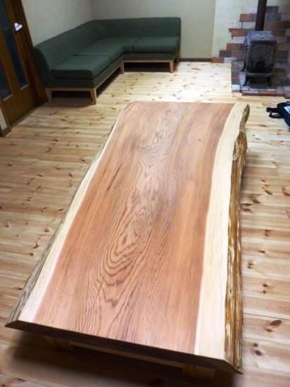 北海道総杉造り杉一枚板座卓納品写真