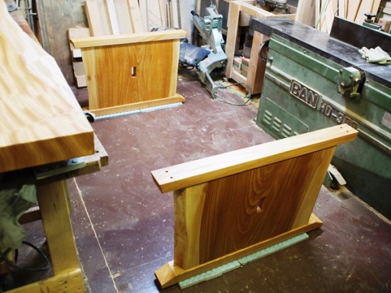 欅一枚板ダイニングテーブル完成(くさび留め耳付き板脚タイプ)3