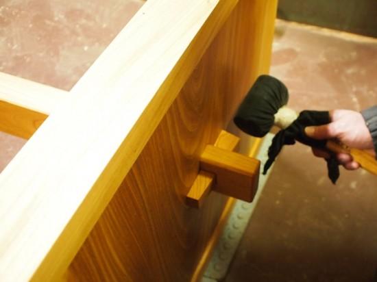 欅一枚板ダイニングテーブル完成(くさび留め耳付き板脚タイプ)5