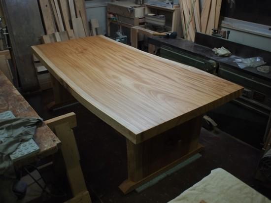 欅一枚板ダイニングテーブル完成(くさび留め耳付き板脚タイプ)6