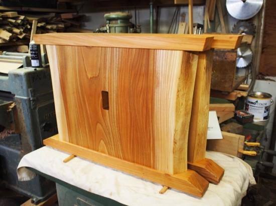 欅一枚板ダイニングテーブル完成(くさび留め耳付き板脚タイプ)2