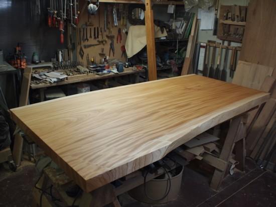 欅一枚板ダイニングテーブル完成(くさび留め耳付き板脚タイプ)1