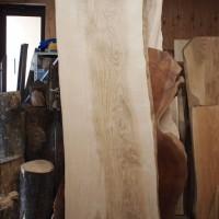 福島県吉成様のタモ一枚板座卓の製作に入っています