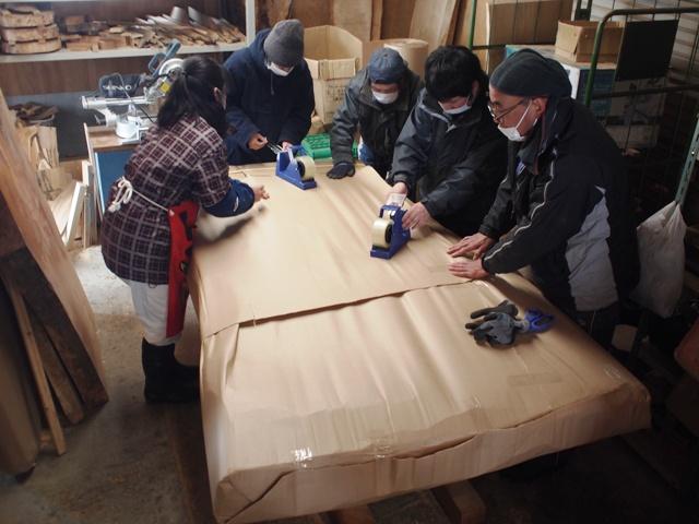 今日の作業~欅超大型一枚板の梱包~