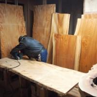 今日の作業~栃・欅一枚板を磨いています20130329~
