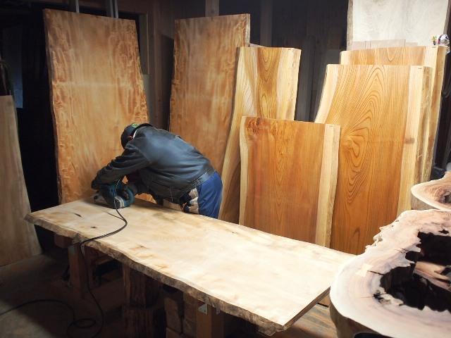 今日の作業20130329栃・欅一枚板を磨いています