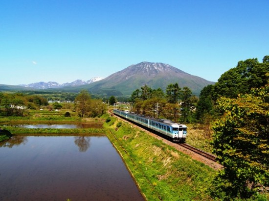 古間の橋より「信越本線と黒姫山」