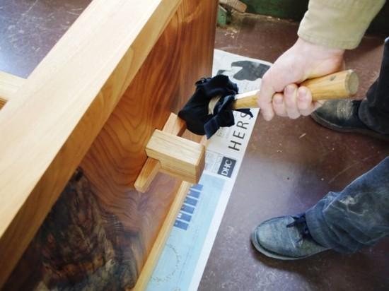 欅一枚板テーブル(くさび留め耳付き板脚)11