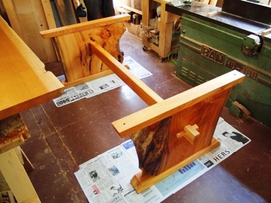 欅一枚板テーブル(くさび留め耳付き板脚)8