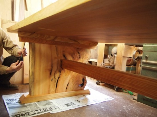 欅一枚板テーブル(くさび留め耳付き板脚)10