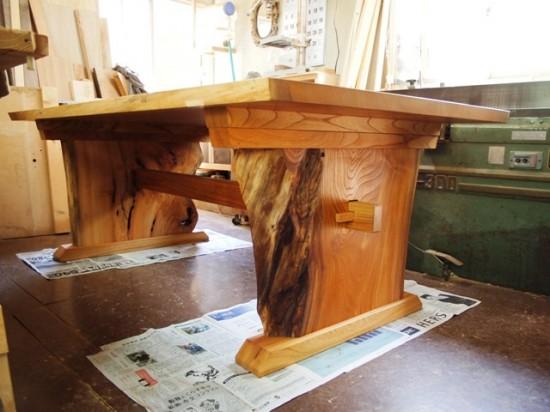 欅一枚板テーブル(くさび留め耳付き板脚)15