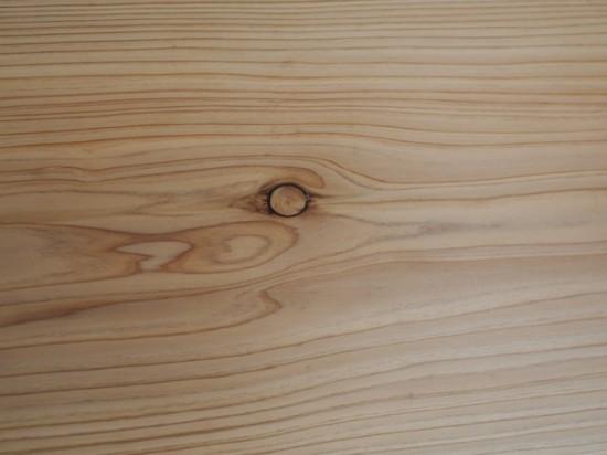 杉一枚板テーブル抜け節埋め木処理後